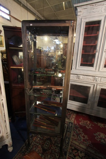 vitrine m tallique design industriel puces d 39 oc brocante. Black Bedroom Furniture Sets. Home Design Ideas