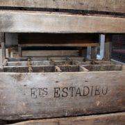 anciennes-caisse-bouteilles-bois-bistrot-2