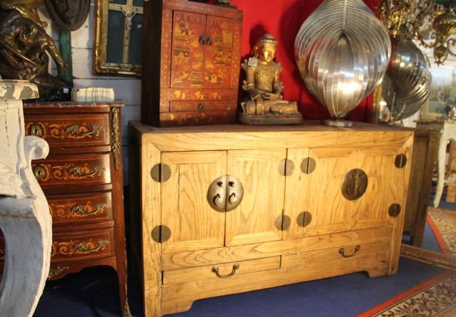 buffet chinois origine shanxi en bois brut puces d 39 oc brocante en ligne. Black Bedroom Furniture Sets. Home Design Ideas