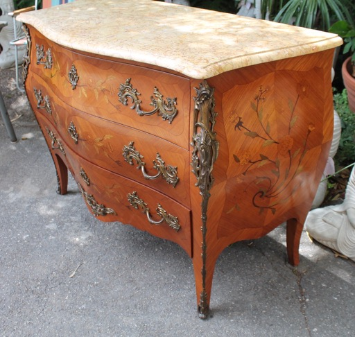 commode de style louis xv en marqueterie puces d 39 oc brocante en ligne. Black Bedroom Furniture Sets. Home Design Ideas