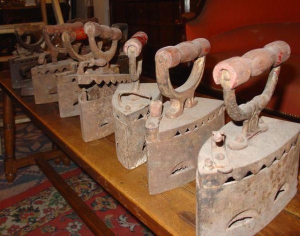 Fers à repasser anciens Vieux fers à braise. Différents modèles de fers anciens. Fers à repasser XIXème Vendus à l'unité