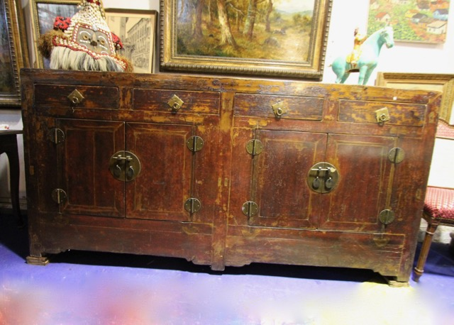 buffet ancien chinois quatre portes quatre tiroirs laque d origine puces d 39 oc brocante en ligne. Black Bedroom Furniture Sets. Home Design Ideas
