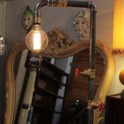 lampe cr ation originale lampe sur pied vestiaire puces d 39 oc. Black Bedroom Furniture Sets. Home Design Ideas