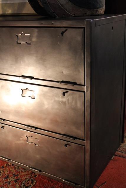 meubles industriel m tal trois clapets puces d 39 oc. Black Bedroom Furniture Sets. Home Design Ideas