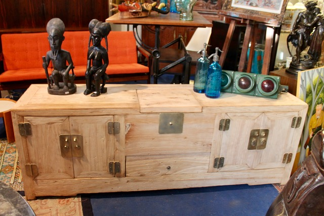 buffet bas chinois ancien en bois brut puces d 39 oc brocante en ligne. Black Bedroom Furniture Sets. Home Design Ideas