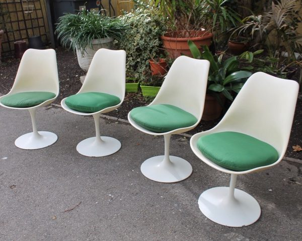 Chaises tulipes interesting suite de chaises tulipe by eero saarinen with chaises tulipes - Coussin chaise tulipe knoll ...