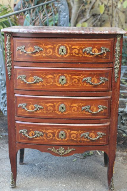 petite commode de style en marqueterie puces d 39 oc brocante en ligne. Black Bedroom Furniture Sets. Home Design Ideas