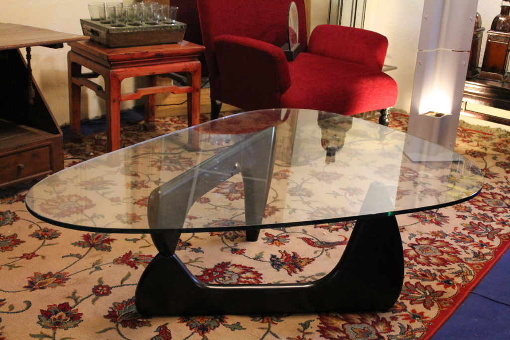 table basse isamu nogushi puces d 39 oc brocante en ligne. Black Bedroom Furniture Sets. Home Design Ideas