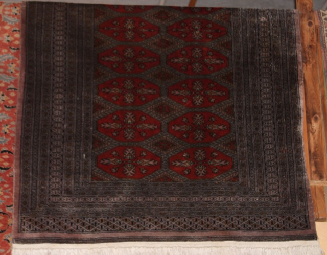 tapis fait main puces d 39 oc brocante en ligne. Black Bedroom Furniture Sets. Home Design Ideas