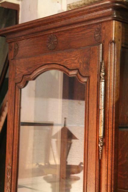 vitrine une porte style louis xv en ch ne puces d 39 oc brocante en ligne. Black Bedroom Furniture Sets. Home Design Ideas