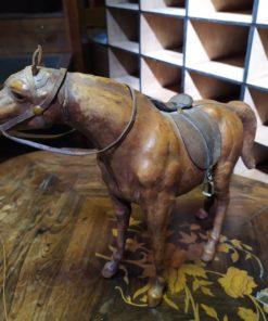 cheval figurine cuir