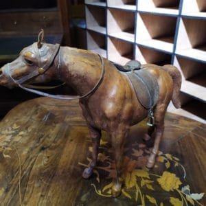 cheval figurine cuir