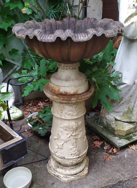 decoration de jardin ancienne en fonte