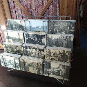 préésentoir cartes postales
