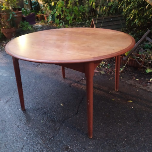 table ronde scandinave