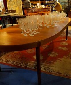 table ovale scandinave en teck
